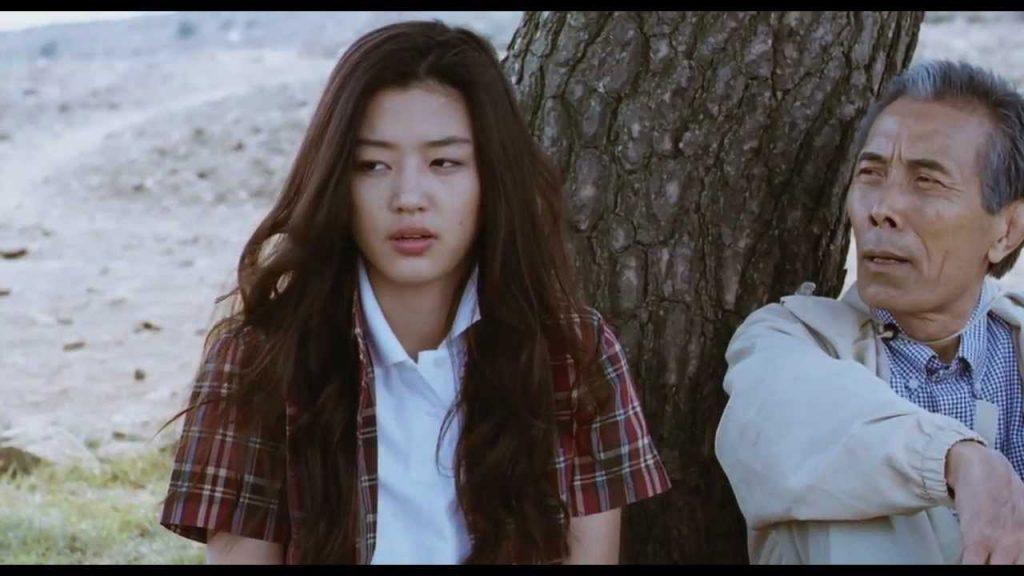 Hırçın Sevgilim | Yeopgijeogin Geunyeo | My Sassy Girl filminin incelemesi için onudaizledim.com ziyaret ediniz.
